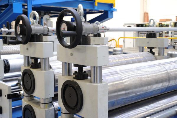 Impianti e linee per la produzione in continuo pannelli sandwich – Impianti – Profilatrice
