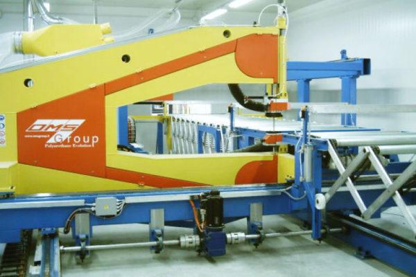 Impianti e linee per la produzione in continuo pannelli sandwich – Impianti – Taglio al volo