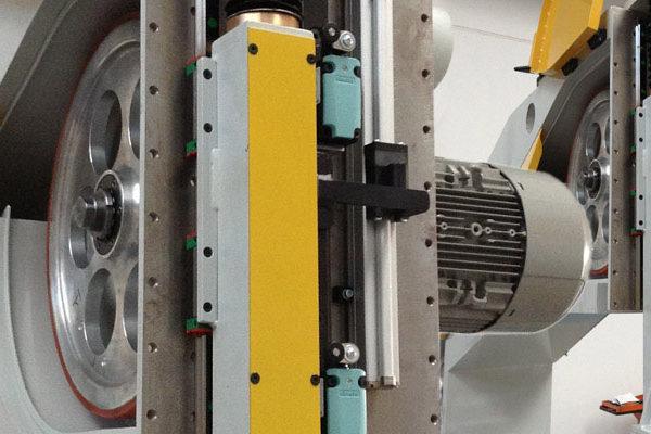 Painel de sanduíche que faz a máquina – Instalações – Corte voador